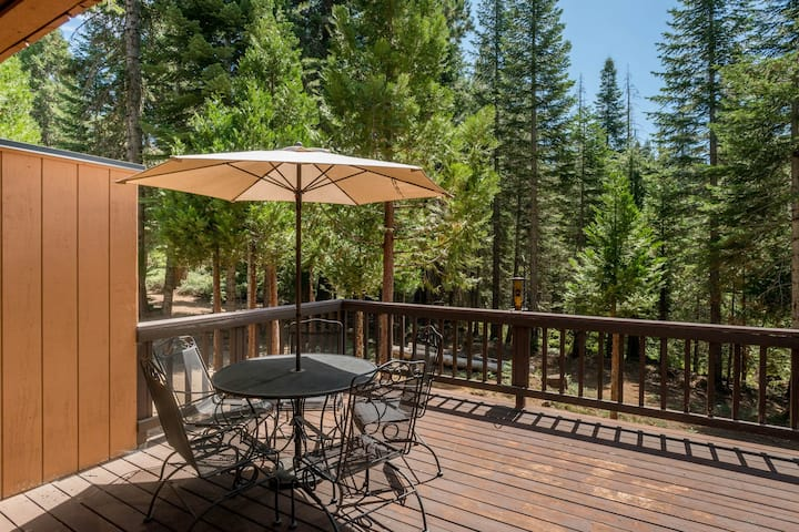 Inviting condo with shared pool & hot tub, free WiFi, and grill