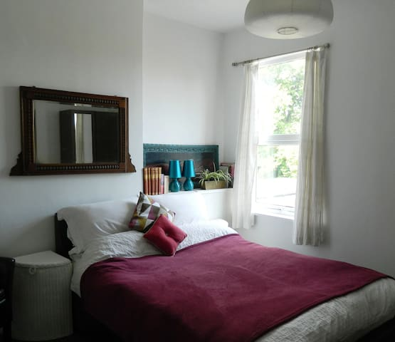 Double Room in Earlsdon, close to city centre
