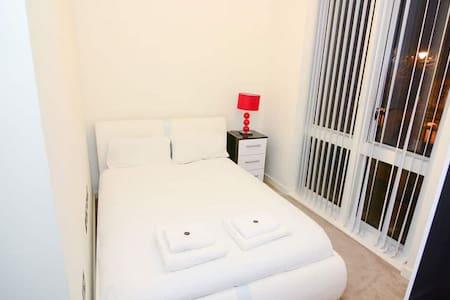 Elegant Room in Brand New South Kilburn Home - 伦敦 - 公寓
