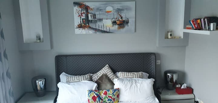 Cozy Shared Master Bedroom - Relaxing Ambience
