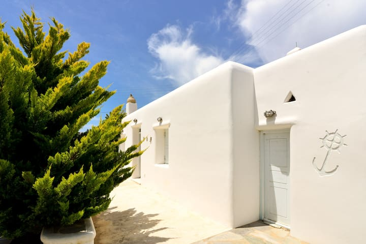 Mykonos relaxing apartment with free parking