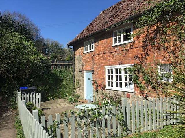 Idyllic cottage available for long lets