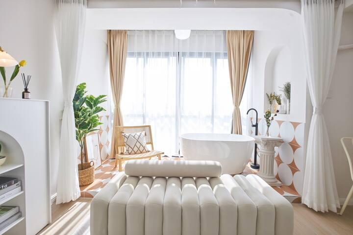 【等号·花园】静安大悦城设计师浴缸一室高层民宿