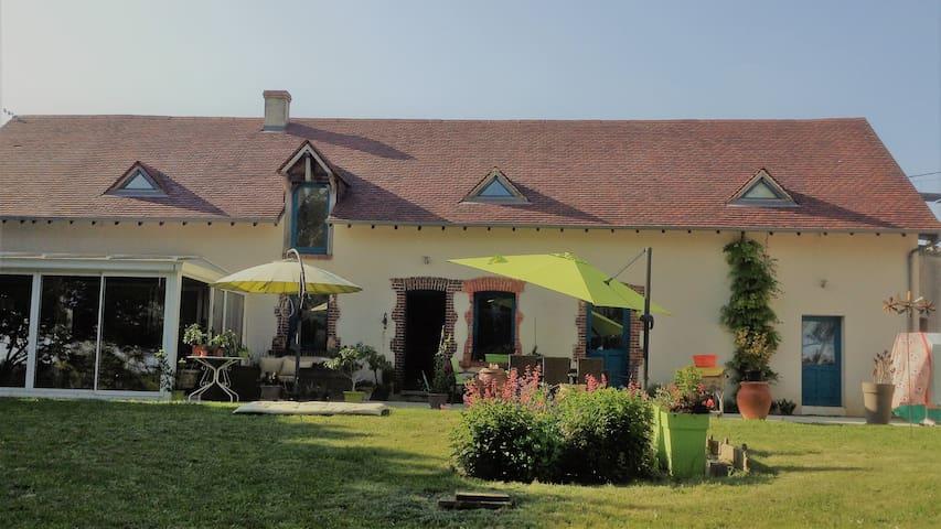 Saint-Martin d'Auxigny : chambre privée
