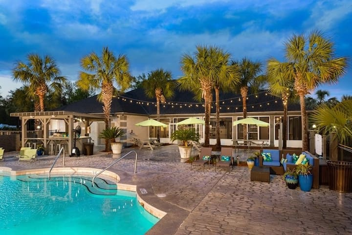 Charleston Apartment Close to Beach and Downtown