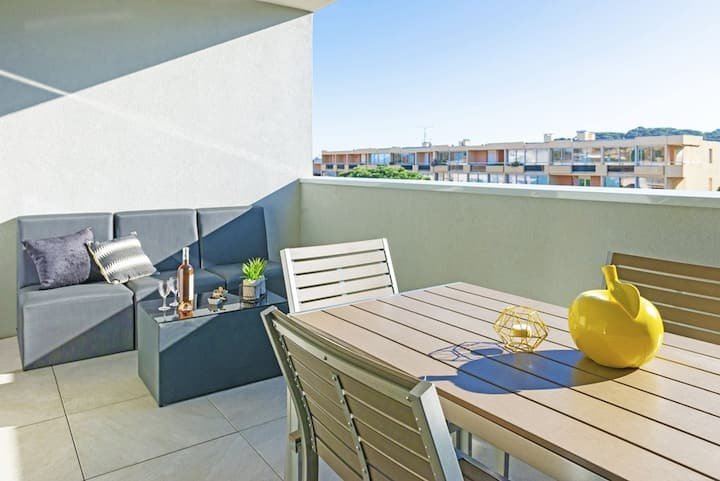 BELLA VISTA  T2 4 pers. Rooftop pool and panoramic terrace + Secure private garage