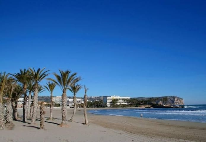 Spacious 3 bedroom apartment. 100m from sand beach - Xàbia - Lägenhet