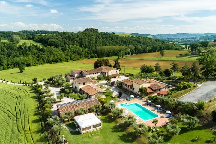 Typical stone farmhouse in the Umbrian countryside with pool with Jacuzzi