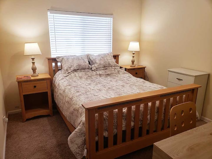 Private room in Tracy, CA, near ACE Station Q bed