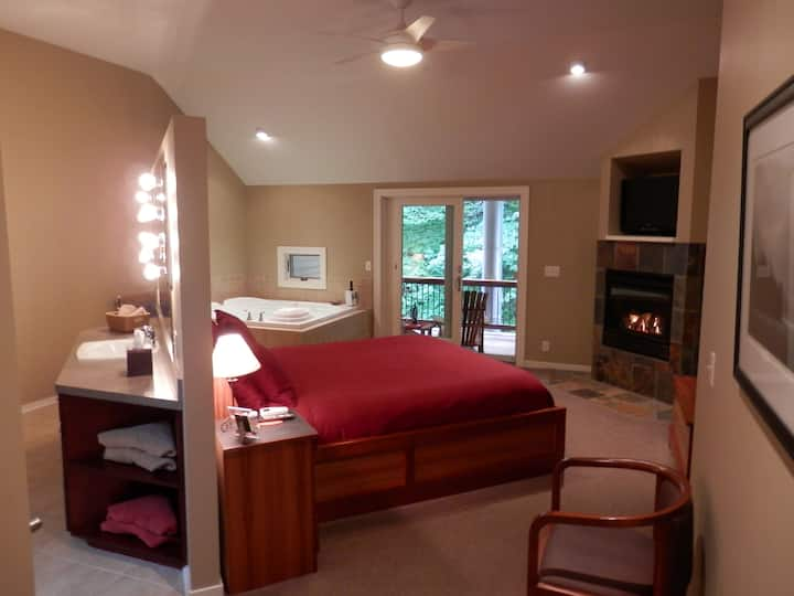 The Anniversary Suite - Pigeon Creek Inn