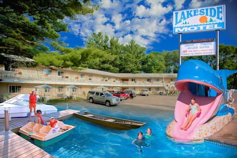 Lakeside Motel (2 Double Beds)