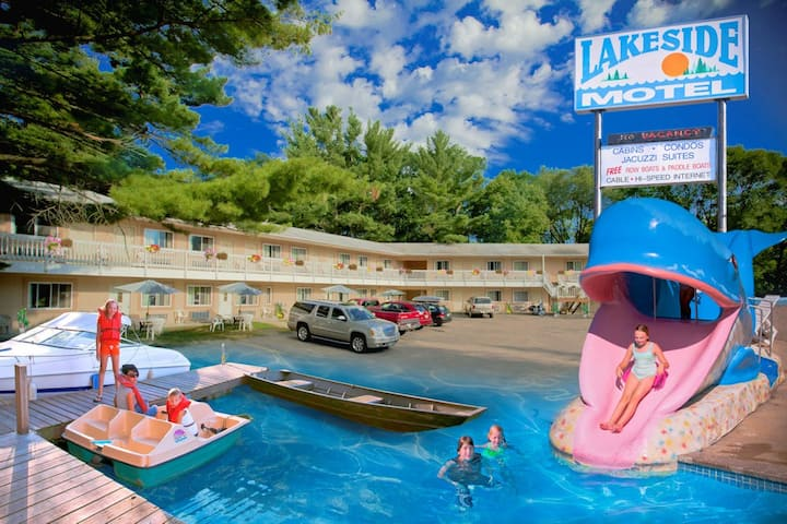 Lakeside Motel (2 Queen Beds)