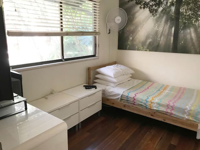 Single Room Cable WiFi Fabulous Inner City Area