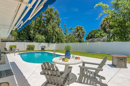 *House with Private Heated Pool / Close to Beaches