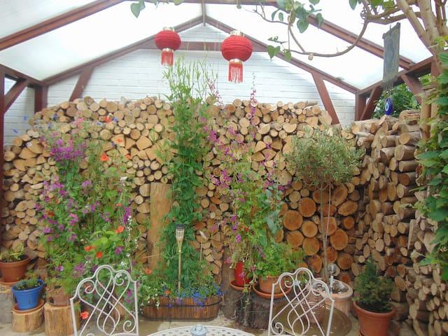 Wood cutters flat