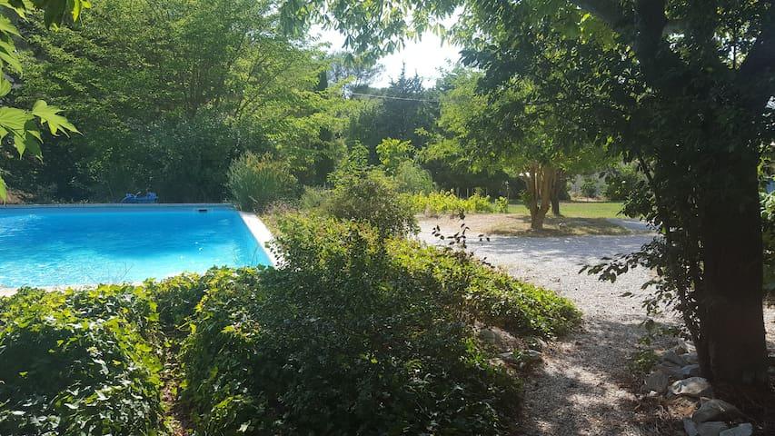 Villa avec piscine, charme de la nature provençale - Roquefort-la-Bédoule