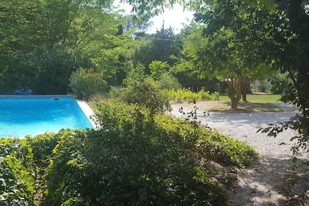 Villa avec piscine, charme de la nature provençale - Roquefort-la-Bédoule - Huvila