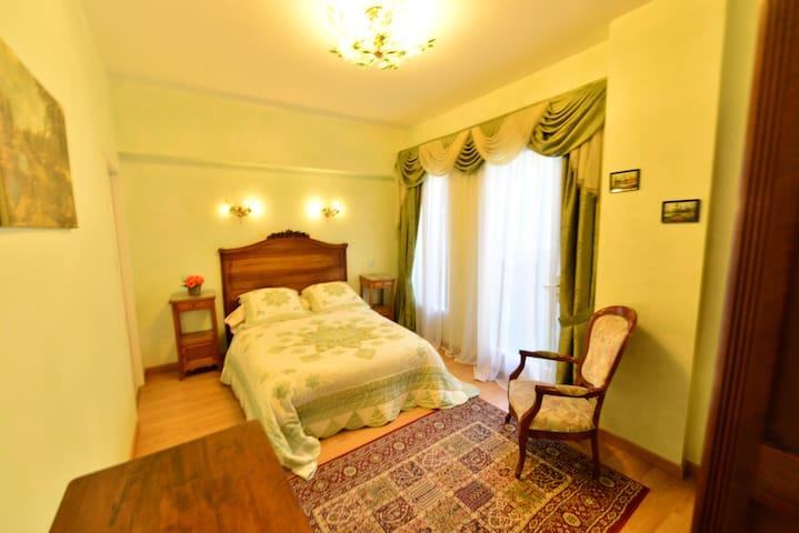 SERRENADE - Lourdes - Rumah