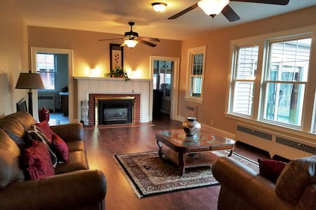 Historic Waterfront Completely Updated Home - Endicott - 独立屋