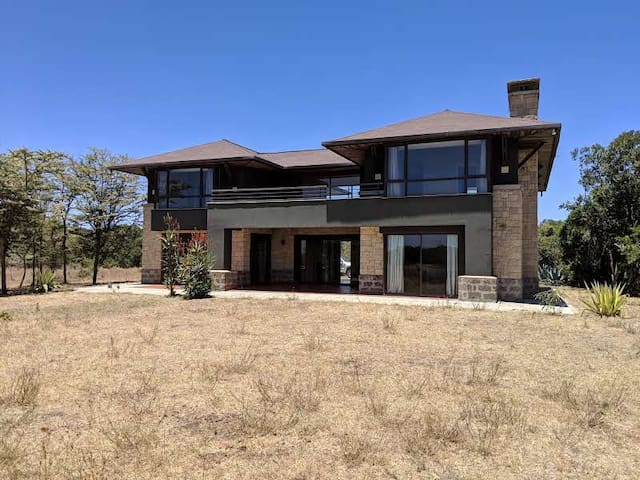 Luxury Villa - Mount Kenya Wildlife Estate