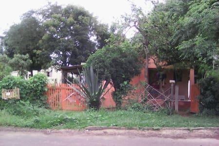 Casinha da Paz no Centro e no Mato! - Alto Paraíso de Goiás