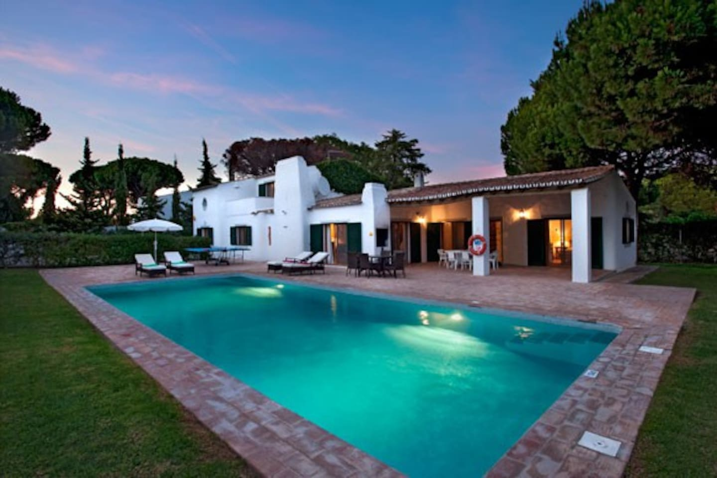 Lovely Portuguese villa with spacious outdoors and large private pool
