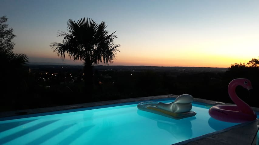 Chambre dans villa avec piscine chauffée