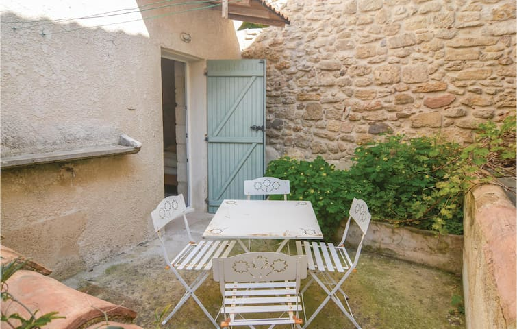 Holiday apartment with 2 bedrooms on 60m² in Beaucaire