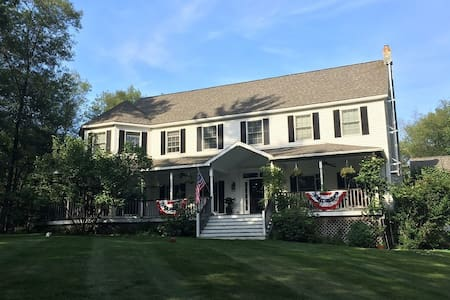 Colonial near Rhinebeck Village - Staatsburg - House