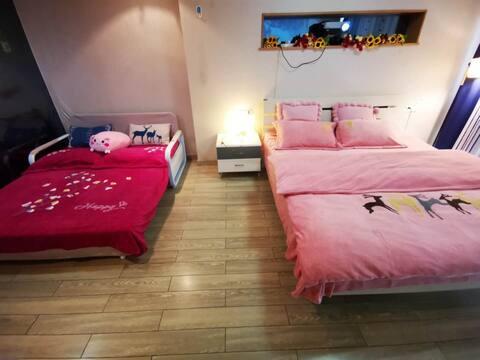 夫子庙地铁站百米远,怡然大床房,整套房子,有投影,可做饭,大床加沙发床。