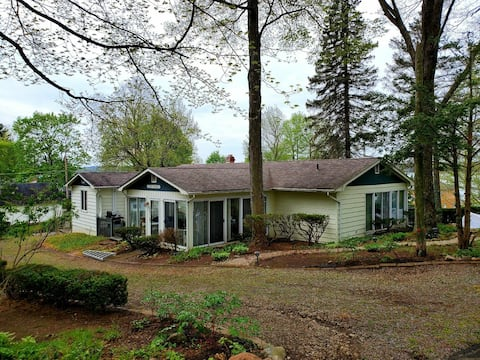 Spacious, quaint Conneaut Lake home w/ lake views!