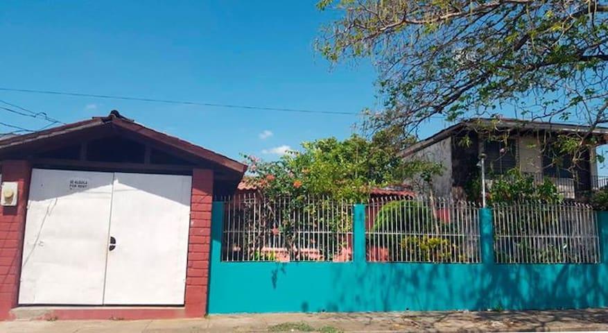 Hermosa casa en Alquiler en León, Nicaragua.