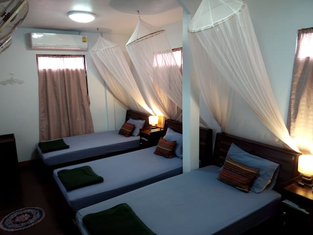 4 beds air-con room