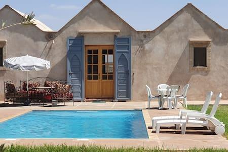 Villa avec piscine privée et toboggan