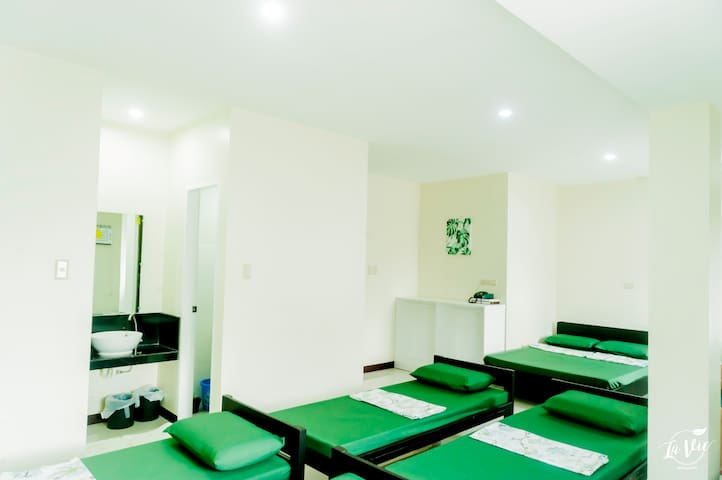 Happy Home Budgetel - Dorm Type Room