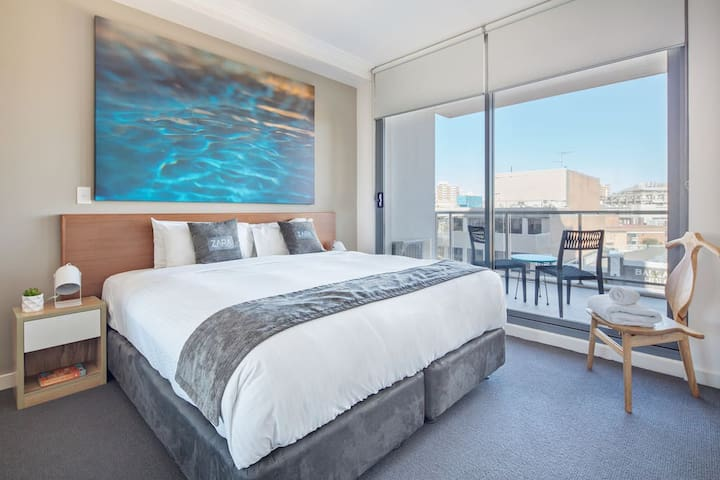 LUX Three Bed Penthouse- Hotel In Heart Of City!