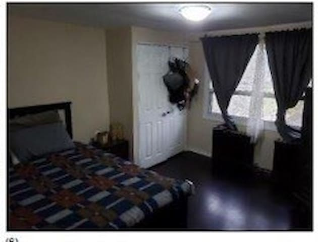 Large private room in the Stockyards/Junction