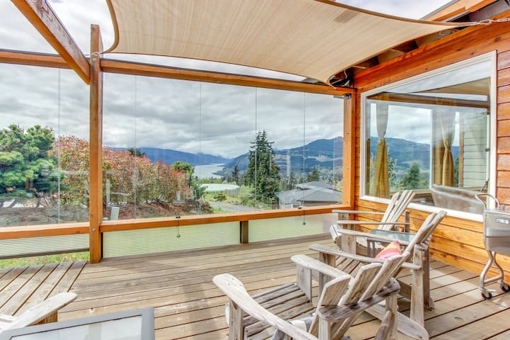 Beautiful Columbia Gorge home w/ private hot tub, views, & great deck!