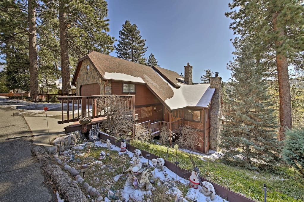 This Lake Arrowhead home sleeps up to 10 guests.