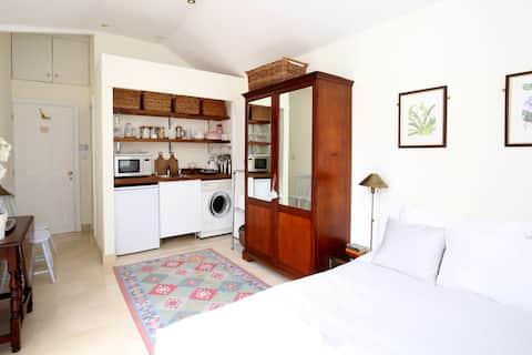 Stylish, Comfortable & Private Oxford Studio