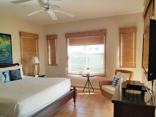 One of two master bedrooms with en suite bathroom, cable TV and highspeed internet, direct access to a balcony, beautiful beach views.