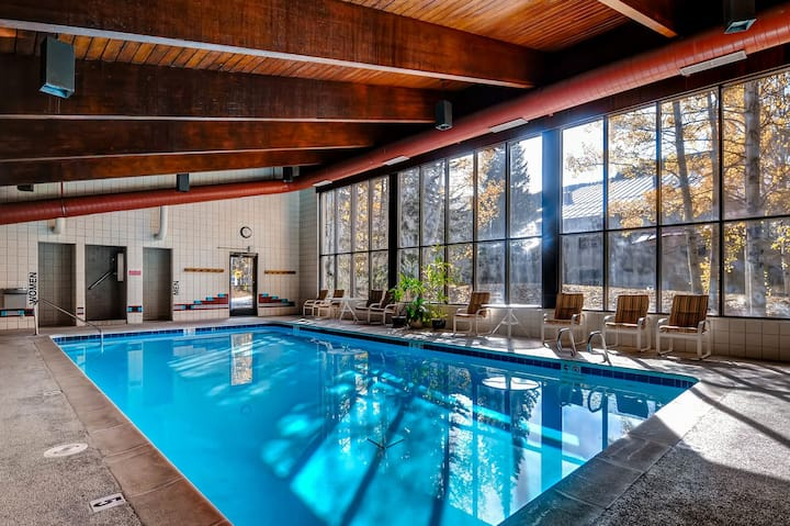 Cozy condo w/ shared pool, hot tub, & sauna - steps from the slopes