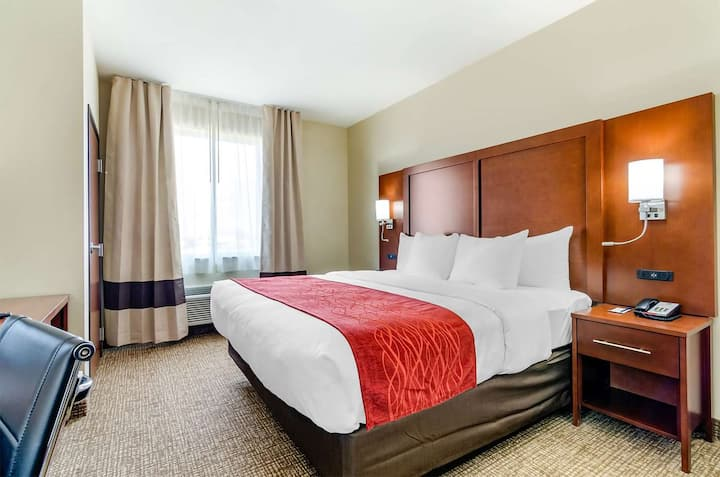 Comfort Inn Salina - Superior King Room - NS