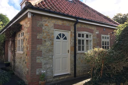Cosy Garden/Garage studio in Lincolnshire Wolds