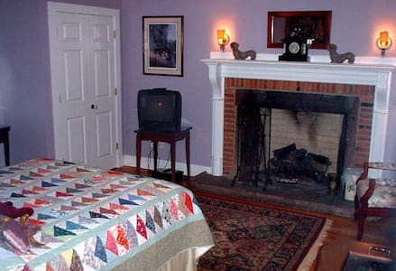 The Linden House B&B Offers 5 Bdrms w Private bath - Simsbury - Oda + Kahvaltı
