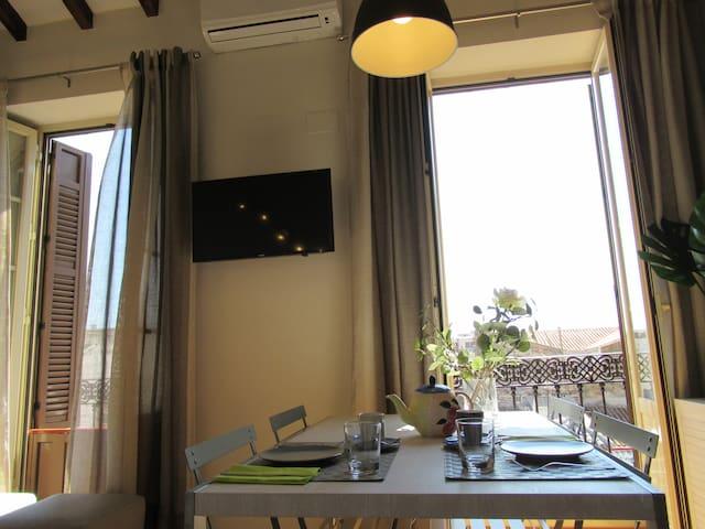 Apartamento muy luminosos y colorido con materiales de lujo y detalles de diseño y buen gusto! :)