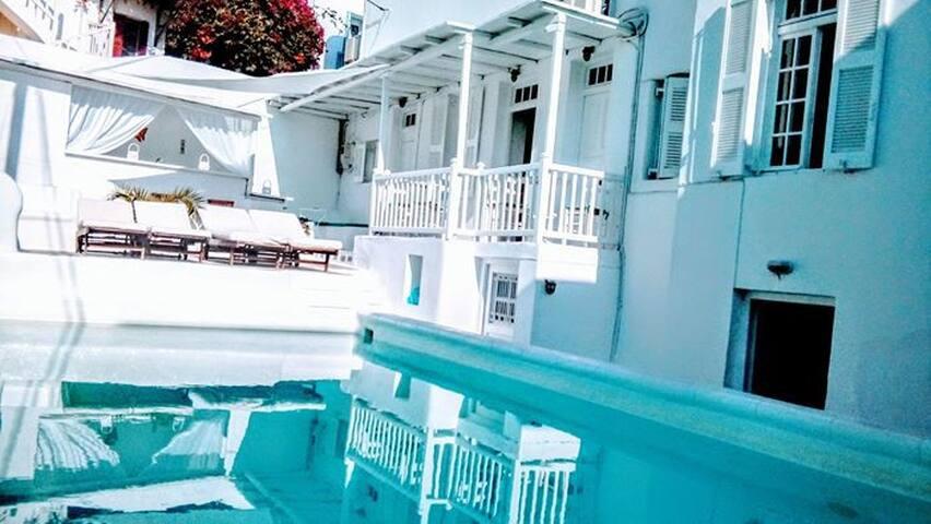 Stay in the Heart of Mykonos City!