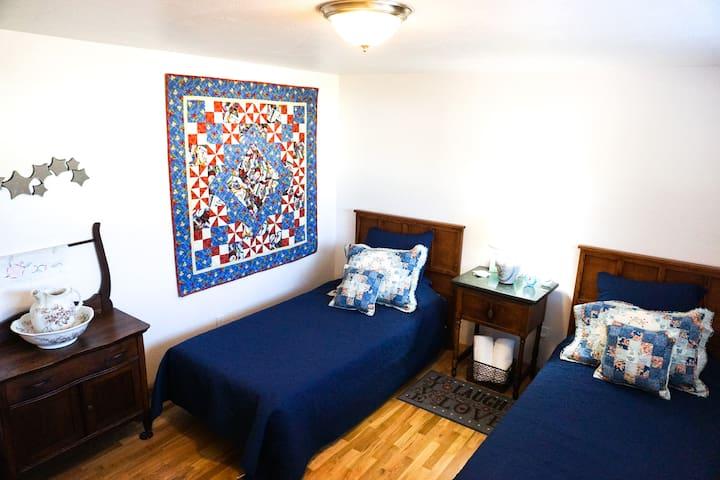 'Oregon Trail' Room - Room 2, 'Quilt Star' Home