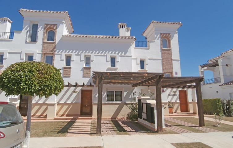 Terraced house with 2 bedrooms on 68m² in Roldán