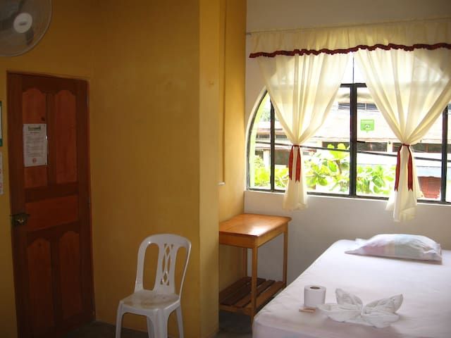Cozy, neat & economic room for 1 person in Iquitos - Iquitos - Bed & Breakfast